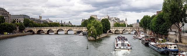 La location d'une péniche à Paris, c'est possible